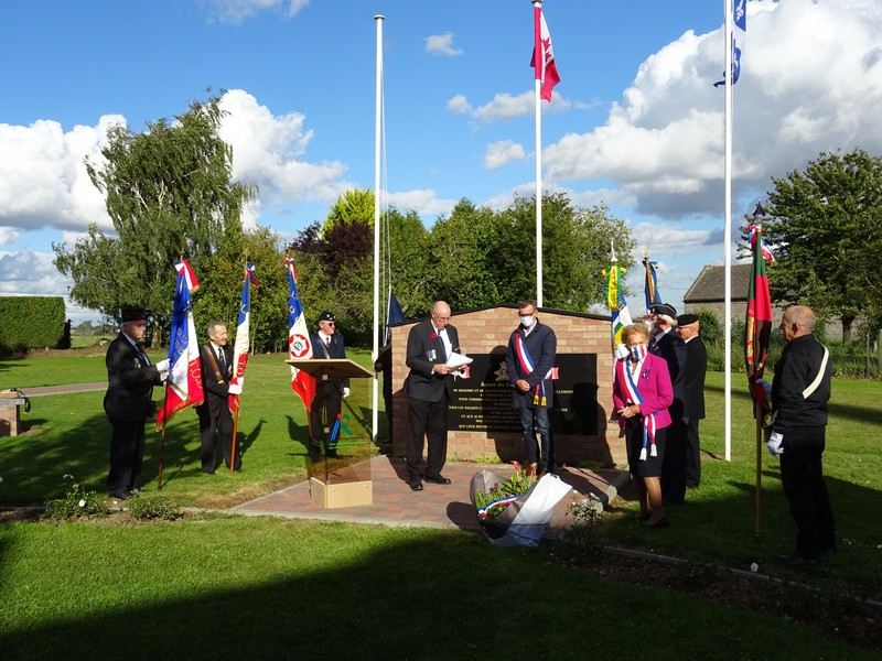 Une nouvelle cérémonie du souvenir au Square des Canadiens